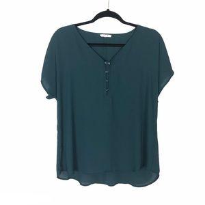 Maurice's green short sleeve vneck light shirt M